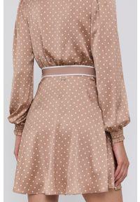 Guess - Spódnica. Kolor: brązowy. Materiał: tkanina, poliester