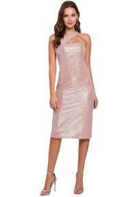 MAKEOVER - Pudrowa Ołówkowa Sukienka Wieczorowa z Połyskiem. Materiał: poliester, elastan. Typ sukienki: ołówkowe. Styl: wizytowy