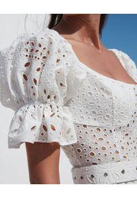 CHARO RUIZ IBIZA - Biała koronkowa sukienka Lana. Kolor: biały. Materiał: koronka. Wzór: ażurowy. Sezon: lato. Typ sukienki: asymetryczne. Styl: wakacyjny. Długość: maxi