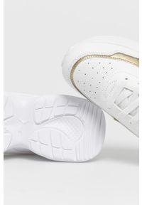 Białe sneakersy Puma z cholewką, na średnim obcasie, na obcasie, z okrągłym noskiem