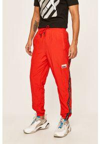 Czerwone spodnie dresowe Puma gładkie