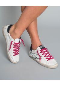 GOLDEN GOOSE - Sneakersy Love Venice. Kolor: biały. Materiał: guma. Wzór: napisy, aplikacja. Obcas: na koturnie