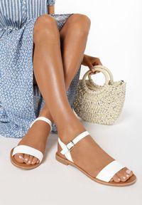 Białe sandały Born2be