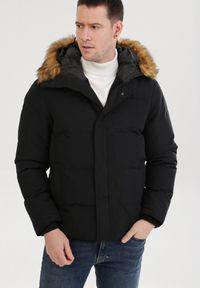 Czarna kurtka zimowa Born2be
