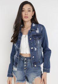 Born2be - Niebieska Kurtka Jeansowa Maridenah. Kolor: niebieski. Materiał: jeans. Długość rękawa: długi rękaw. Długość: długie. Wzór: aplikacja. Styl: klasyczny