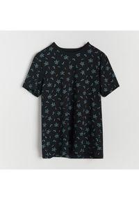 Reserved - T-shirt z mikroprintem - Czarny. Kolor: czarny