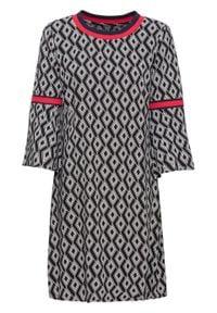Sukienka drukowana, rękawy 7/8 z falbanami bonprix czarno-biało-czerwony. Kolor: czarny. Wzór: nadruk, aplikacja. Typ sukienki: rozkloszowane. Styl: elegancki