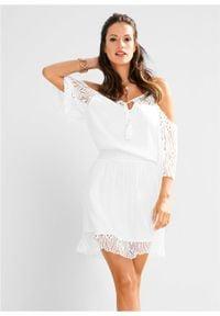Biała sukienka bonprix rozkloszowana, w koronkowe wzory