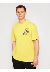 Puma T-Shirt PEANUTS 530616 Żółty Regular Fit. Kolor: żółty