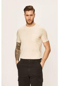 Kremowy t-shirt Lee casualowy, z nadrukiem, na co dzień