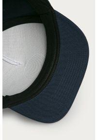 Niebieska czapka z daszkiem Vans z nadrukiem