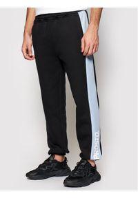 Czarne spodnie dresowe Prosto.