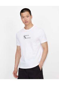 Armani Exchange - ARMANI EXCHANGE - Biały t-shirt z dużym logo. Kolor: biały. Materiał: materiał. Wzór: nadruk