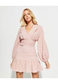 OLINDA - Różowa sukienka mini. Okazja: na co dzień. Kolor: różowy, fioletowy, wielokolorowy. Materiał: bawełna. Typ sukienki: dopasowane, rozkloszowane. Styl: klasyczny, casual. Długość: mini