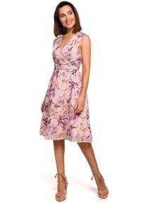e-margeritka - Sukienka szyfonowa bez rękawów kwiaty róż - s. Okazja: na wesele, na imprezę, na ślub cywilny. Kolor: różowy. Materiał: szyfon. Długość rękawa: bez rękawów. Wzór: kwiaty. Typ sukienki: proste, rozkloszowane. Styl: elegancki
