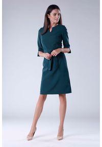 Nommo - Zielona Sukienka Wiązana w Pasie z Rękawem 3/4. Kolor: zielony. Materiał: wiskoza, poliester