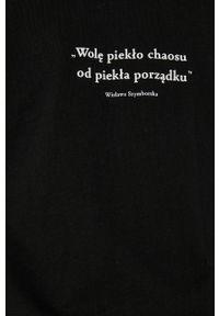 medicine - Medicine - T-shirt bawełniany Wisława Szymborska. Kolor: czarny. Materiał: bawełna. Wzór: aplikacja