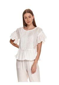 TOP SECRET - Plisowana bluzka z falbanami. Kolor: biały. Materiał: bawełna, koronka, tkanina. Długość rękawa: krótki rękaw. Długość: krótkie. Wzór: koronka, aplikacja. Sezon: lato. Styl: wakacyjny