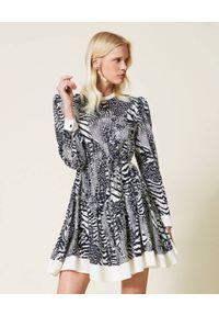 TwinSet - TWINSET - Sukienka mini w zwierzęcy wzór. Kolor: szary. Materiał: wiskoza. Długość rękawa: długi rękaw. Wzór: motyw zwierzęcy. Typ sukienki: rozkloszowane. Długość: mini