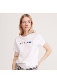 Biały t-shirt Reserved z napisami