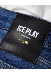 Ice Play - ICE PLAY - Niebieskie dopasowane jeansy. Stan: podwyższony. Kolor: niebieski. Wzór: aplikacja. Styl: klasyczny