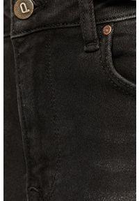 Czarne jeansy Answear Lab wakacyjne
