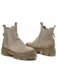 Dwunasty Shoes - Botki DWUNASTY SHOES 950+Ł Beż W. Kolor: beżowy. Materiał: zamsz, skóra, materiał. Szerokość cholewki: normalna. Sezon: jesień, zima. Obcas: na obcasie. Wysokość obcasa: niski
