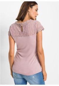 Różowa bluzka bonprix w koronkowe wzory