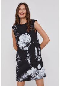 Desigual - Sukienka x Disney. Okazja: na co dzień. Kolor: czarny. Materiał: bawełna, tkanina. Długość rękawa: na ramiączkach. Wzór: motyw z bajki. Typ sukienki: proste. Styl: casual