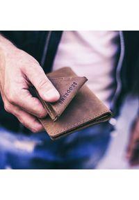 Skórzany zestaw portfel i bilonówka BRODRENE SW01 + CW01 jasnobrązowy. Kolor: brązowy. Materiał: skóra