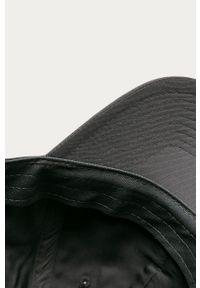 Szara czapka z daszkiem Nike Sportswear z aplikacjami