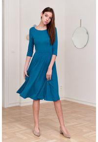 Marie Zélie - Sukienka Emelina niebieska. Kolor: niebieski. Materiał: wiskoza, dzianina, materiał, elastan, guma. Styl: klasyczny. Długość: midi