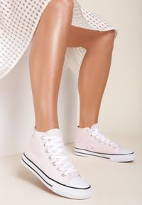 Renee - Różowe Trampki Kelapheu. Nosek buta: okrągły. Zapięcie: sznurówki. Kolor: różowy. Materiał: materiał, guma. Szerokość cholewki: normalna. Wzór: aplikacja. Obcas: na płaskiej podeszwie. Styl: klasyczny