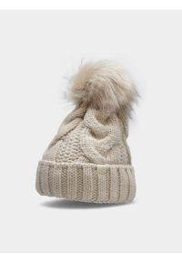 4f - Czapka zimowa z opaską polarową damska. Kolor: beżowy. Materiał: polar. Wzór: ze splotem. Sezon: zima