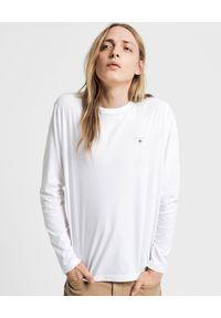 GANT - Biały t-shirt z logo. Okazja: na co dzień. Kolor: biały. Materiał: bawełna. Długość rękawa: długi rękaw. Długość: długie. Styl: klasyczny, casual