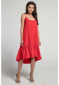 Nommo - Czerwona Zwiewna Sukienka z Asymetryczną Falbanką na Cienkich Ramiączkach. Kolor: czerwony. Materiał: wiskoza, poliester. Długość rękawa: na ramiączkach. Typ sukienki: asymetryczne