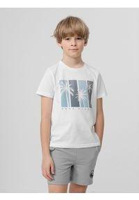 4f - T-shirt z nadrukiem chłopięcy. Kolor: biały. Materiał: bawełna, dzianina, materiał. Wzór: nadruk