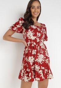 Born2be - Bordowa Sukienka Thozo. Typ kołnierza: dekolt kwadratowy. Kolor: czerwony. Materiał: tkanina. Wzór: kwiaty. Styl: klasyczny. Długość: mini
