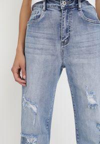 Born2be - Niebieskie Jeansy Straight Crethophi. Stan: podwyższony. Kolor: niebieski. Długość: długie. Wzór: aplikacja