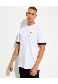 MONCLER - Biały t-shirt z bawełny. Kolor: biały. Materiał: bawełna. Wzór: aplikacja