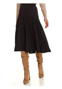 TOP SECRET - Dzianinowa, plisowana spódnica midi. Kolor: czarny. Materiał: dzianina. Sezon: zima. Styl: wizytowy