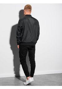 Czarna kurtka Ombre Clothing na wiosnę
