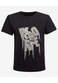 RETROFETE - Czarny t-shirt z logo. Kolor: czarny. Materiał: bawełna. Wzór: aplikacja
