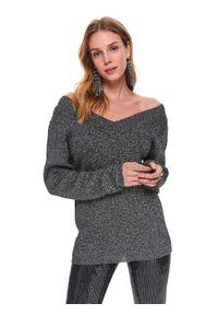Czarny sweter TOP SECRET w kolorowe wzory, z dekoltem w serek, elegancki, długi