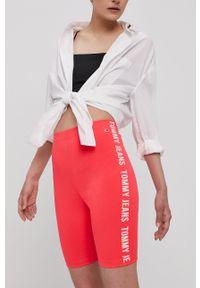 Tommy Jeans - Szorty. Kolor: różowy. Materiał: materiał. Wzór: nadruk