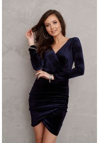 e-margeritka - Sukienka welurowa kopertowa mini - 38. Materiał: welur. Typ sukienki: kopertowe. Styl: elegancki. Długość: mini