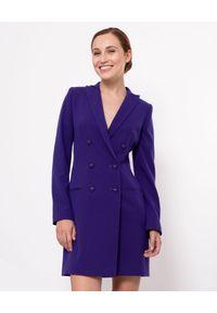 MARLU - Fioletowa sukienka marynarkowa Greta. Okazja: na spotkanie biznesowe. Kolor: różowy, wielokolorowy, fioletowy. Materiał: wiskoza, kaszmir, elastan. Długość rękawa: długi rękaw. Typ sukienki: dopasowane. Styl: biznesowy, elegancki