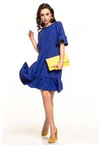 Niebieska sukienka wizytowa Tessita z falbankami, na lato
