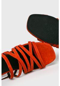 Pomarańczowe sandały vagabond na klamry, gładkie, na obcasie, na średnim obcasie