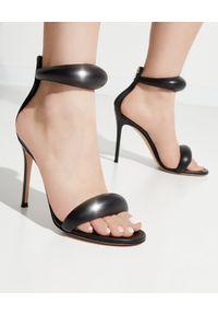 GIANVITO ROSSI - Czarne sandały na szpilce Bijoux. Zapięcie: pasek. Kolor: czarny. Obcas: na szpilce